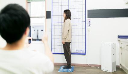 Shio整体院の施術の流れ 施術後の姿勢チェック